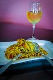 Lebensmittel und Wein im Restaurant des strengen Vegetariers Lizenzfreies Stockbild