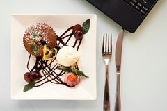 Lebensmittelfotolieferungsgeschäfts-Blogkonzept Stockfotografie