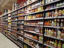 Lebensmittelgeschäft-Material an DA-MÄNNER Supermarkt, Subang USJ, Selangor, Malaysia Stockbild