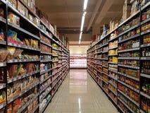Lebensmittelgeschäft-Material an DA-MÄNNER Supermarkt, Subang USJ, Selangor, Malaysia Lizenzfreie Stockfotografie
