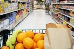 Lebensmittelgeschäftwagen lizenzfreie stockbilder