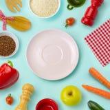Lebensmittelhintergrund mit Platte Nährendes Konzept Ansicht von oben Stockbild