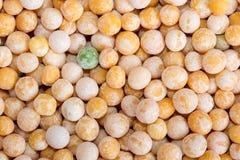 Lebensmittelhintergrund von gelben Kornerbsen Lizenzfreie Stockfotos