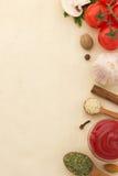 Lebensmittelinhaltsstoffe und Papier Lizenzfreies Stockbild