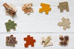 Lebensmittelinhaltsstoffgewürze und Puzzlespieldiätkonzept Lizenzfreie Stockfotos