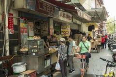 Lebensmittelladen im alten Teil von Shanghai lizenzfreie stockfotos