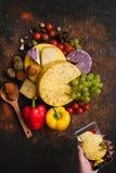 Lebensmittelphotographie der rustikalen Molkerei Käse Stockfotografie