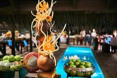Lebensmittelverzierung in einem Buffet an einem Erholungsort in Malediven lizenzfreie stockfotografie
