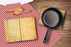 Lebensmittelzubereitung auf Küchentisch Stockfotografie