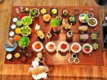Lebensmittelzubereitungstabelle stockbild