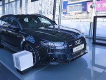 Lebensstil Ukraine Kiew am 25. Februar 2018 Marken-Darstellungsluxusneuwagen Supercar moderne im Audi Motor-Prestige Lizenzfreie Stockbilder