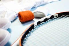 Lebensstillattenlage des Sports und der Eignung gesunde mit Tennisschläger und athletischer Abnutzung stockbild