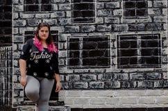 Lebensstilporträt schönen Junge plus Größenfrau stockfotografie