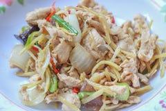 Leber gebratener Bonbon peppersChicken gebraten mit Ingwer, thailändischer Teller des Huhns Stockfotografie