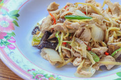 Leber gebratener Bonbon peppersChicken gebraten mit Ingwer, thailändischer Teller des Huhns Stockbilder