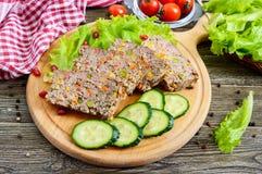 Leberkasserolle Nützlicher Teller von der Leber Frisch gebackener Schweinefleischleberauflauf mit Reis und Gemüse stockbild