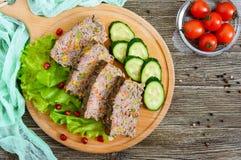 Leberkasserolle Nützlicher Teller von der Leber Frisch gebackener Schweinefleischleberauflauf mit Reis und Gemüse lizenzfreies stockfoto