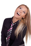 Lebhafte Frau, die oben lacht und schaut Stockfotos