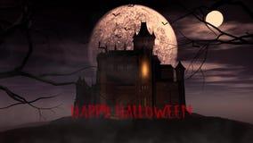 Lebhafter Hintergrund von Halloween schlägt Fliegen im Himmel hinter einem gespenstischen Schloss stock video