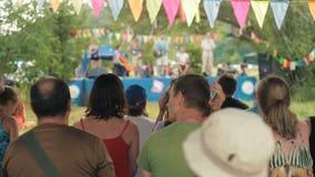 Lebhaftvolksmusik des Landbandspiels stock video footage