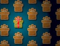 Lebkuchen in der Form des Weihnachtsgeschenks mit Zuckerglasur Lizenzfreie Stockbilder