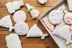 Lebkuchen eingestellt auf Holztisch stockbilder