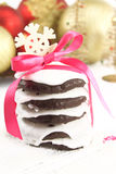 Lebkuchen gift. Lebkuchen cookies decorated with a bow Royalty Free Stock Photos