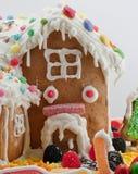 Lebkuchen-Haus getrennt auf Weiß Lizenzfreie Stockbilder