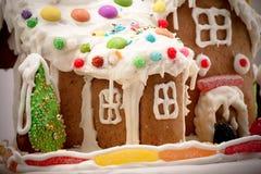 Lebkuchen-Haus getrennt auf Weiß Stockfotografie