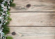 Lebkuchen-Mann über Holz lizenzfreies stockfoto