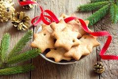 Lebkuchen-Weihnachtsplätzchen Stockfotos