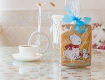 Lebkuchenbär mit neuem Jahr der Ente Lizenzfreie Stockfotos