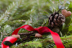 Lebkuchenherz und Weihnachtsbaum Stockfoto
