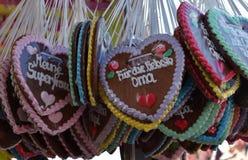 Lebkuchenherzen an der oktoberfest, traditionellen deutschen Andenken Lizenzfreie Stockbilder