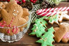 Lebkuchenmann Weihnachts-coockies und -dekoration lizenzfreie stockfotografie