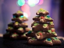Lebkuchenplätzchen gestapelt als Weihnachtsbaum Stockfoto