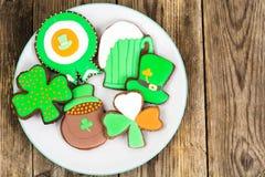 Lebkuchenplätzchen mit Bild für St- Patrick` s Tag Lizenzfreie Stockfotografie