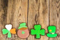 Lebkuchenplätzchen mit Bild für St- Patrick` s Tag Stockbilder