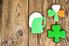 Lebkuchenplätzchen mit Bild für St- Patrick` s Tag Lizenzfreie Stockfotos