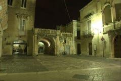 Lecce entro la notte, arco di Prato immagini stock libere da diritti