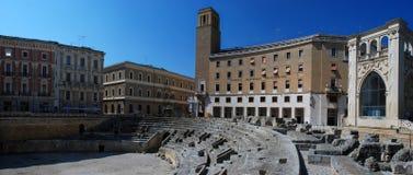 Lecce, Itália, vista panorâmica de Roman Amphitheather no quadrado de Oronzo de Saint imagens de stock