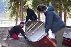Lección de la canoa: Contra la corriente/rio abajo inclinación Fotografía de archivo libre de regalías