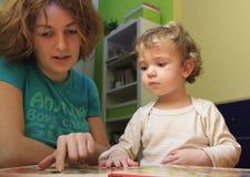 Lección de la madre Foto de archivo libre de regalías