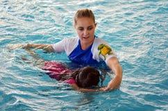 Lección de la piscina del niño Fotografía de archivo libre de regalías