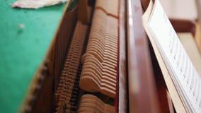 Lección de música Detalles ocultados del piano Visión desde la tapa almacen de video