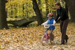 Lección de montar a caballo de la bici Foto de archivo libre de regalías