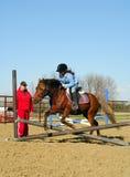 Lección de montar a caballo de lomo de caballo Fotos de archivo