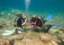 Lección del equipo de submarinismo Imagen de archivo libre de regalías