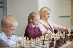 Lección en club de ajedrez imágenes de archivo libres de regalías