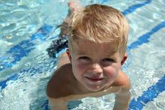 Lección de la natación del niño Imágenes de archivo libres de regalías